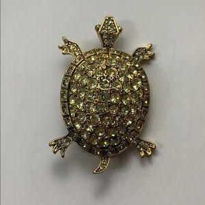 Turtle brooch pin